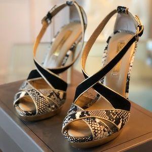 BCBG Plataform Heel Sandal